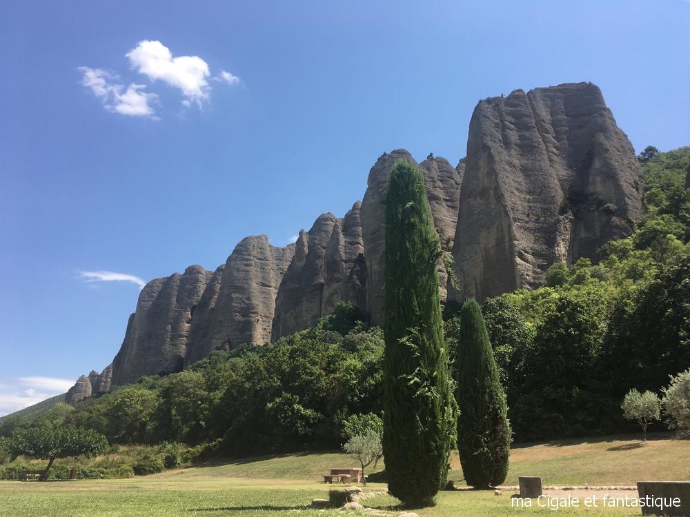 Les pénitents des Mées - Provence