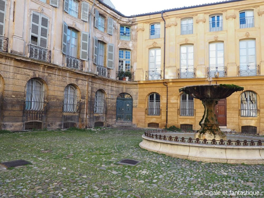Fontaine de la place d'Albertas Aix en Provence