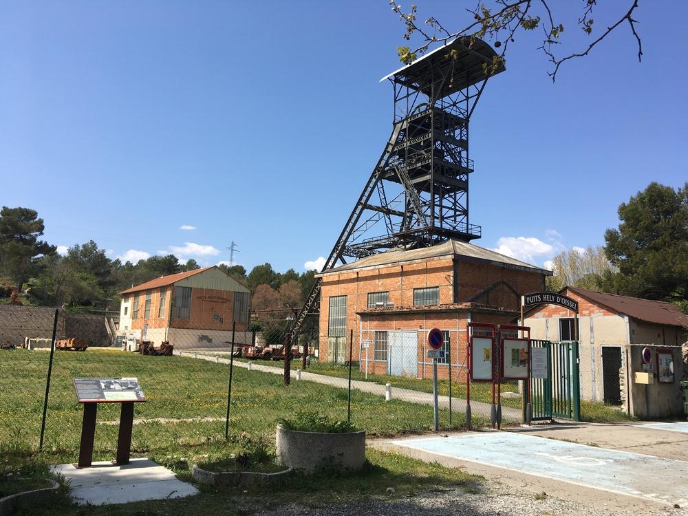 Chevalement - Entrée musée de la mine de Gréasque