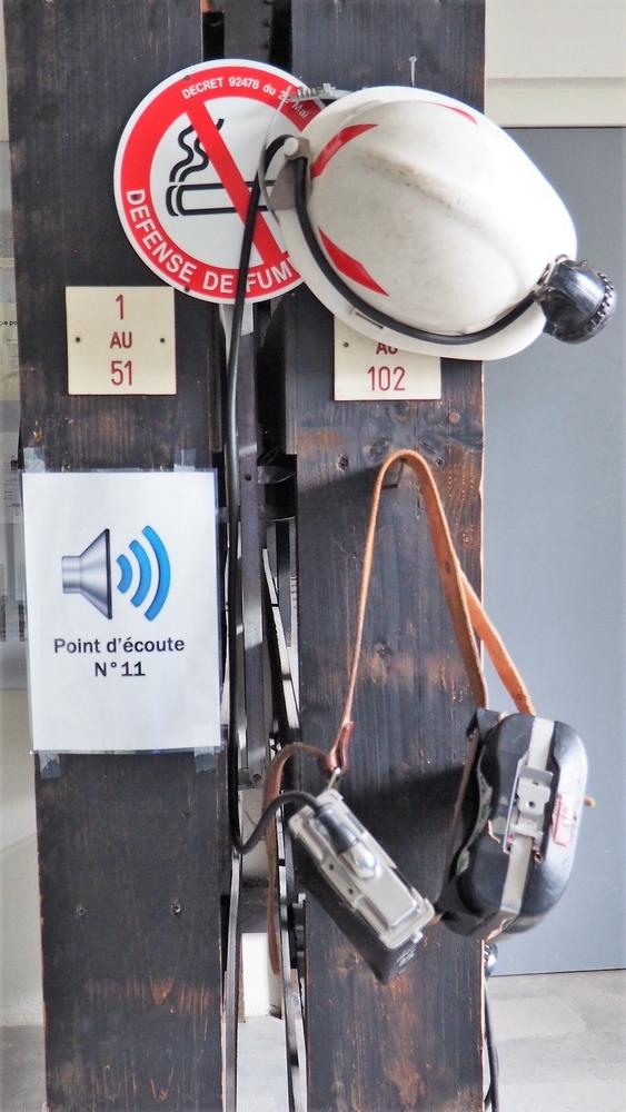 Casque, lampe et batterie du mineur